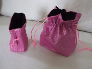 Bag with base